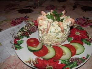 Салат с сыром и креветками