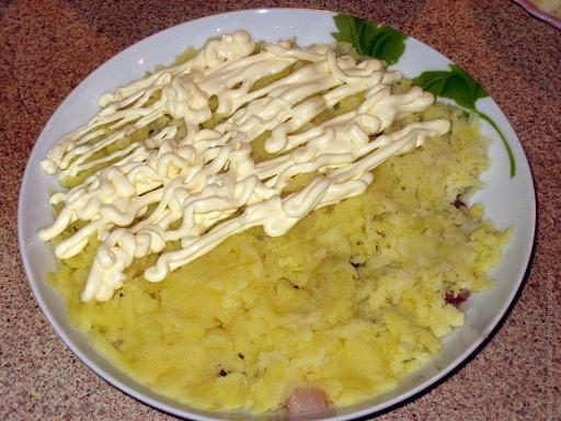 Слой из картошки и мойонеза
