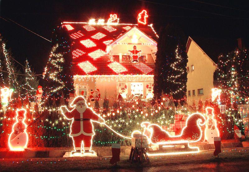 Рождественские украшения на улице Венгрии