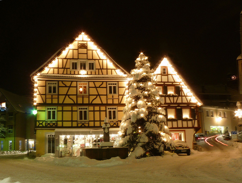 Как украшают дома на Рождество в Европе?