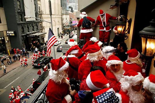 Санта Клаусы на Рождество в США